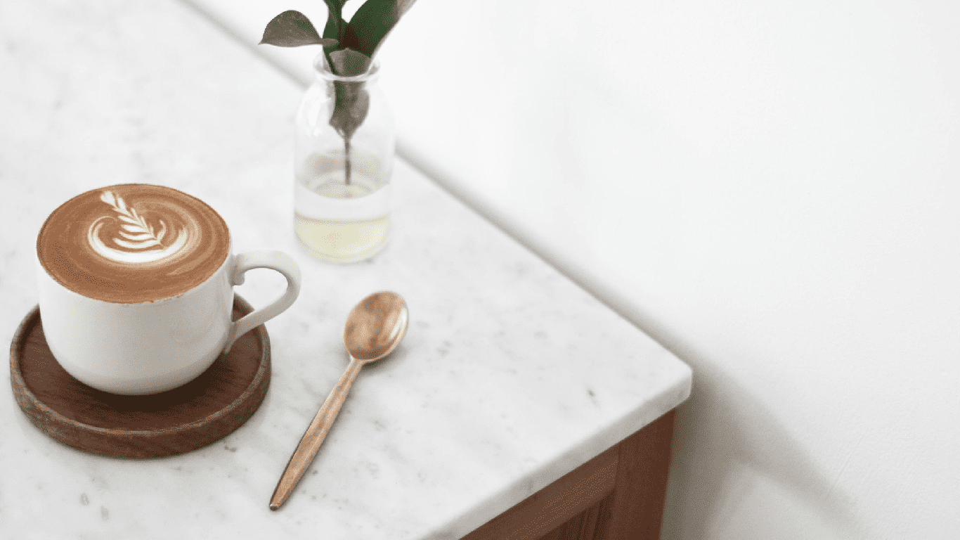 Находки с Алиэкспресс для кофеманов: от автомобильной кофемашинки до трафаретов